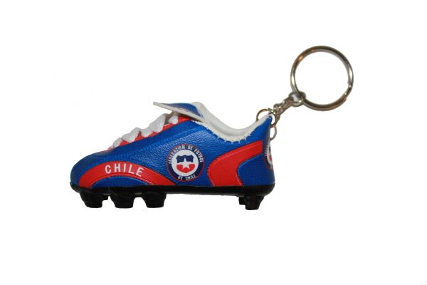 CHILE COUNTRY FLAG SHOE CLEAT KEYCHAIN .. NEW AND IN A PACKAGE