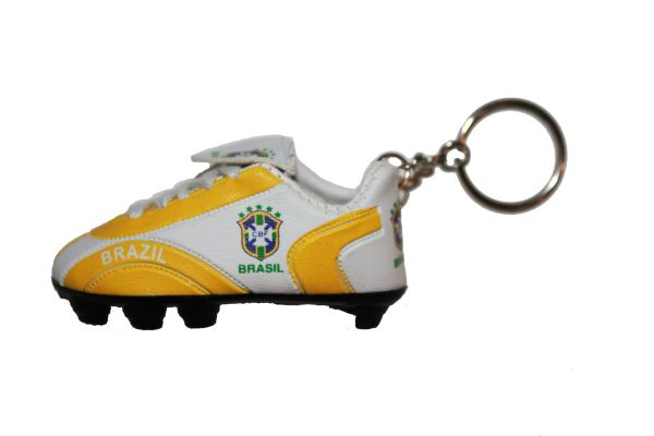 BRASIL 5 STARS CBF LOGO FIFA SOCCER WORLD CUP SHOE CLEAT KEYCHAIN .. NEW AND IN A PACKAGE