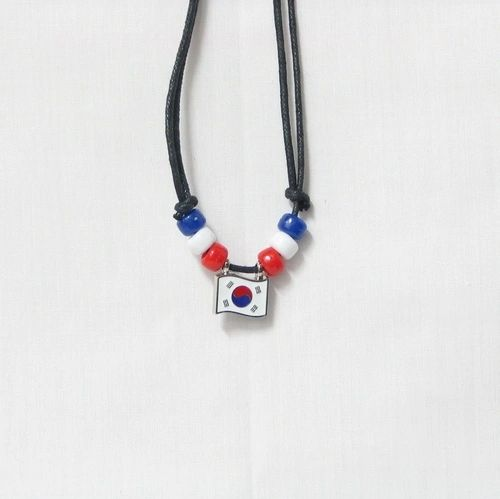 KOREA SOUTH COUNTRY FLAG SMALL METAL NECKLACE CHOKER .. NEW AND IN A PACKAGE