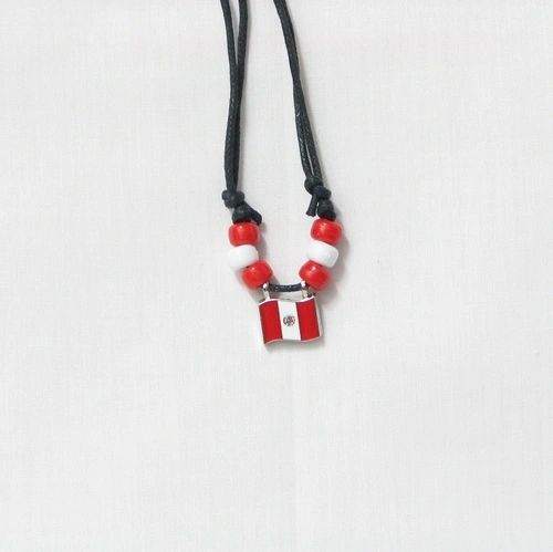PERU COUNTRY FLAG SMALL METAL NECKLACE CHOKER .. NEW AND IN A PACKAGE