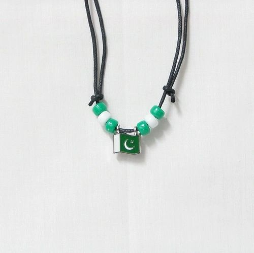 PAKISTAN COUNTRY FLAG SMALL METAL NECKLACE CHOKER .. NEW AND IN A PACKAGE