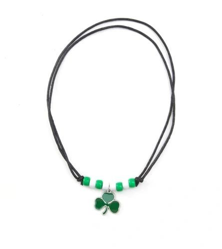 IRISH 3 SHAMROCK SMALL METAL NECKLACE CHOKER .. NEW AND IN A PACKAGE