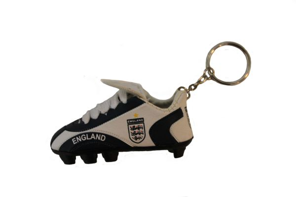 ENGLAND WHITE BLACK 1 STAR , 3 LIONS , FIFA SOCCER WORLD CUP SHOE CLEAT KEYCHAIN .. NEW AND IN A PACKAGE