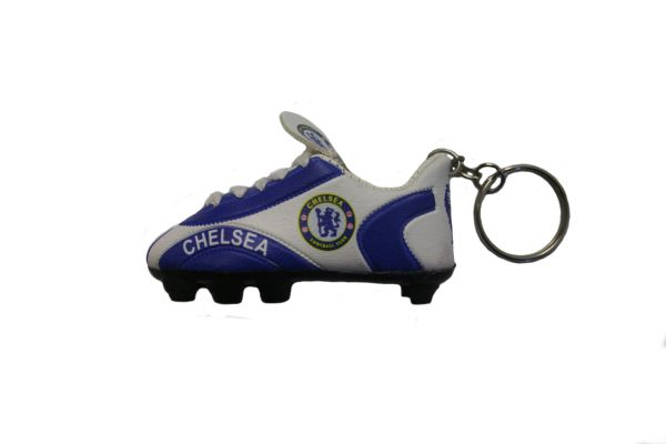 CHELSEA LOGO SOCCER SHOE CLEAT KEYCHAIN .. NEW AND IN A PACKAGE