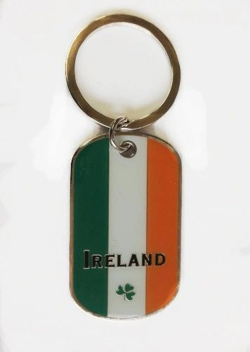 IRELAND COUNTRY FLAG METAL KEYCHAIN .. NEW AND IN A PACKAGE