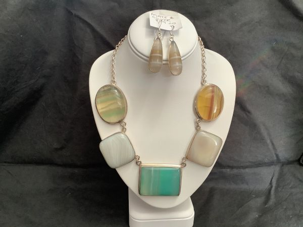 Agate And Silver Necklace.