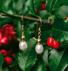 FREE WITH ANY ORDER UNTIL NEW YEARS EVE!! FRESH WATER PEARL EARRINGS...A $24.00 VALUE