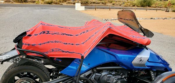 Can Am Spyder/Ryker Sun Shade - Red and Black