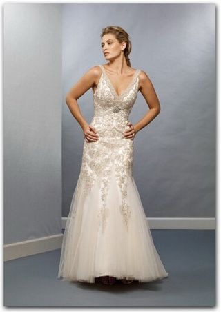 Raylia Designs Wedding Dress W8513Z