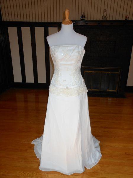 Raylia Designs Wedding Dress W324