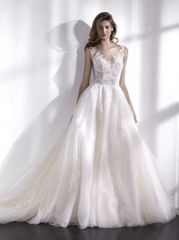 San Patrick by Pronovias Wedding Dress Libano