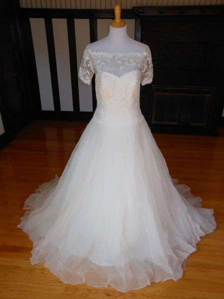White One by Pronovias Wedding Dress Sidney