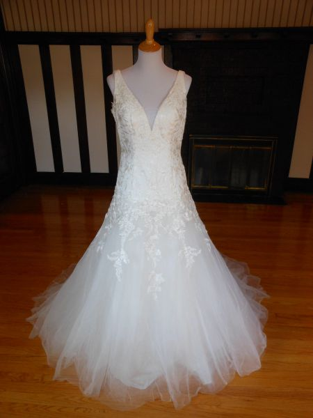 White One by Pronovias Wedding Dress Oviedo