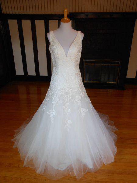 White One by Pronovias Wedding Dress Oviedo