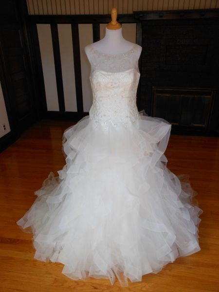 Pronovias Wedding Dress Sample
