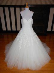 Pronovias Wedding Dress Sample