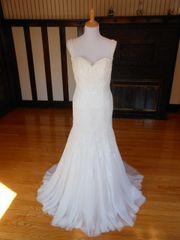 Avenue Diagonal by Pronovias Wedding Dress Sample