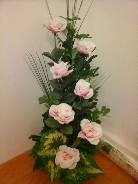 VERTICAL ARRANGEMENT WITH ROSES