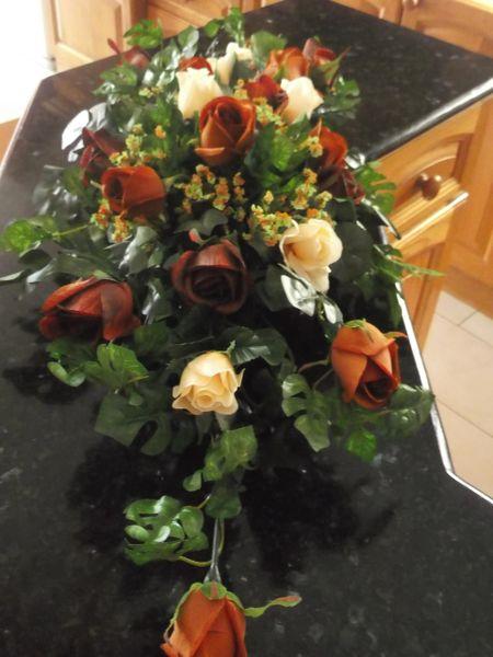 DINNER TABLE FLOWER ARRANGEMENT BROWN