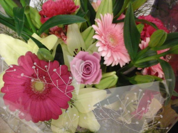White and pink with lilium, geberas and 1 pink rose