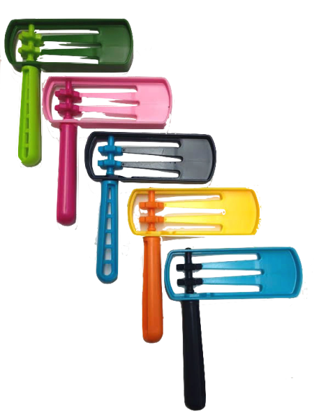 """Plastic Gragger Large - Assorted Colors - Size: 4.5""""x5.5"""""""