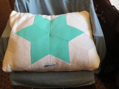 CrateMates Diamond Pillow Pet Bed - Star