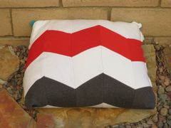 CrateMates Diamond Pillow Pet Bed - Zig Zag