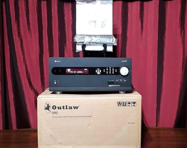 2004 Outlaw 990 Preamp Processor Preamplifier