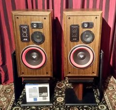 Vintage 1992 Cerwin Vega AT-10 Floor Standing Speakers Local Pick Up Aurora IL 60503