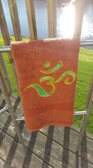 Rust hand towel with Green Om
