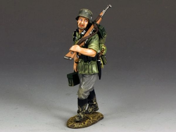 KING AND COUNTRY, WS202, 1/30, GUNNER AMMO CARRIER (BOXED)