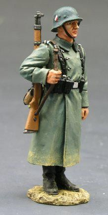 KING AND COUNTRY, WS094, 1/30, GERMAN AT ATTENTION, WINTER DRESS, (BOXED)