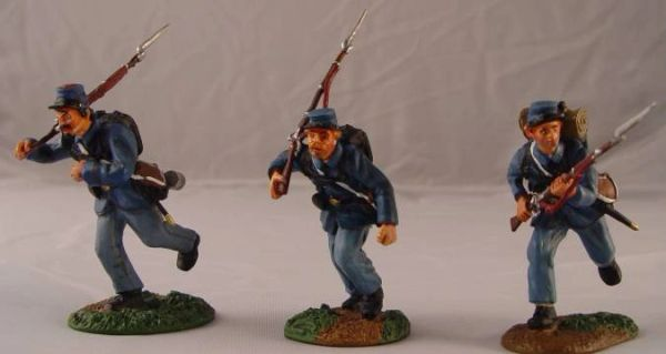 CONTE, ACW57105, 1/32, UNION INFANTRY CHARGING , (BOXED)