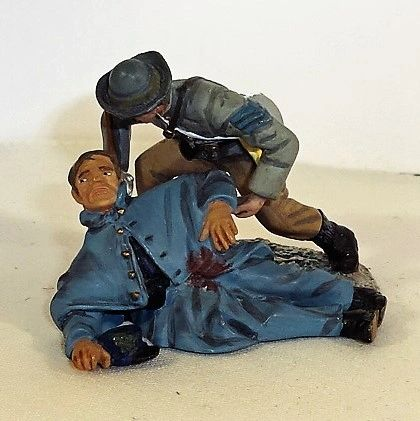 BRITAINS, WBCW329-330, CONFEDERATE SGT. GIVING WATER TO UNION PVT, (UNBOXED)