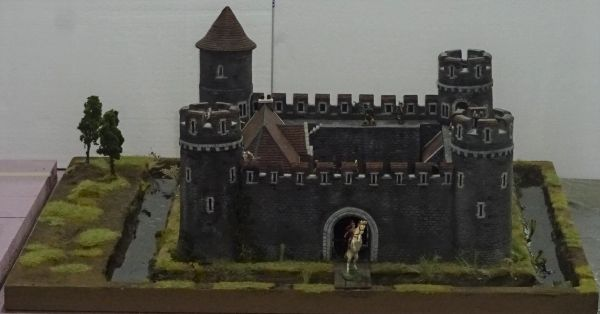 "Medieval Castle Scene, 4, 28 mm to 40 mm, 4 Walls and Moat, 24"" X 28"""