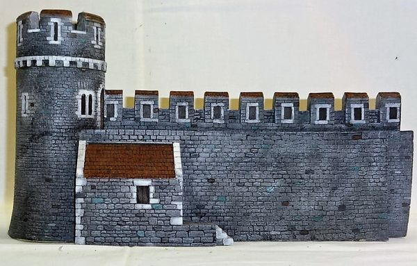 "MEDIEVAL CASTLE, 4, WALL WITH INTERIOR BUILDING, 28 mm to 40 mm, 13"" long x 4 1/4"" wide x 7 1/2"" high (UNBOXED)"