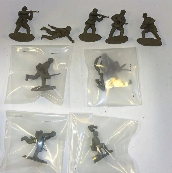 CONTE (9) WORLD WAR TWO, PLASTIC GERMAN INFANTRY