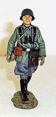 KING AND COUNTRY, WS095, MARCHING GERMAN OFFICER, (BOXED)