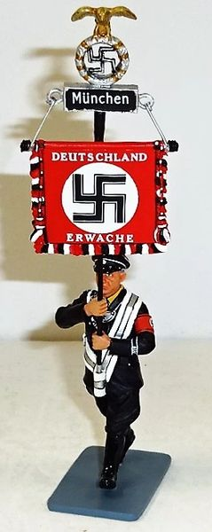 KING AND COUNTRY, LAH060, 1/30, SS MARCHING WITH MUNCHEN BANNER, (BOXED)
