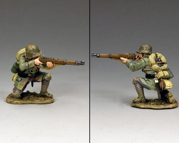 KING AND COUNTRY, FW213, 1/30, LATE WAR GERMAN Kneeling Firing , BOXED