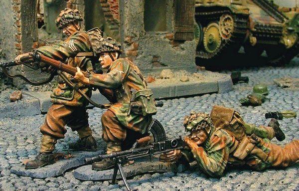 The COLLECTORS SHOWCASE,CS00268, 1/30th, British Red Devil Attack Team (boxed)