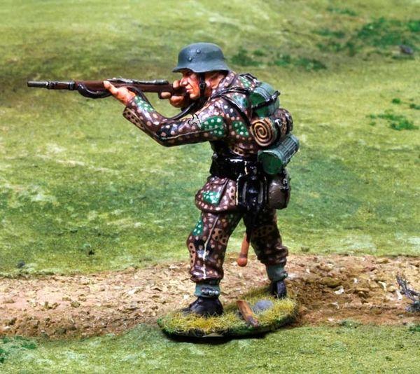 THE COLLECTORS SHOWCASE, CS00804, 1/30th, Waffen SS Standing Firing