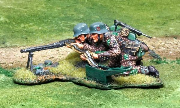 THE COLLECTORS SHOWCASE, CS00806, 1/30th, Waffen SS MG 42 Team