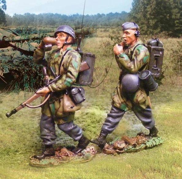 The COLLECTORS SHOWCASE, CS00576, 1/30th, German Fallschirmjager radio team
