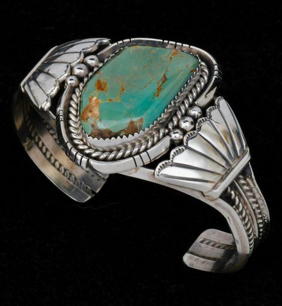 Navajo single turquoise stone cuff. #1570