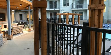 Deck Designs of Brentwood builds custom decks, porches, screened additions, gazebos, garages, trellises and backyard bridges. Franklin, Green Hills, Tennessee.