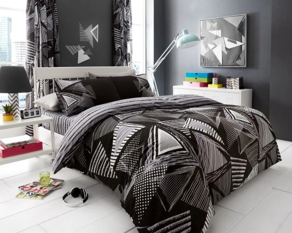Pop Triangle black cotton blend duvet cover