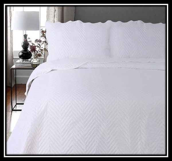 Arcade white 3 piece bedspread