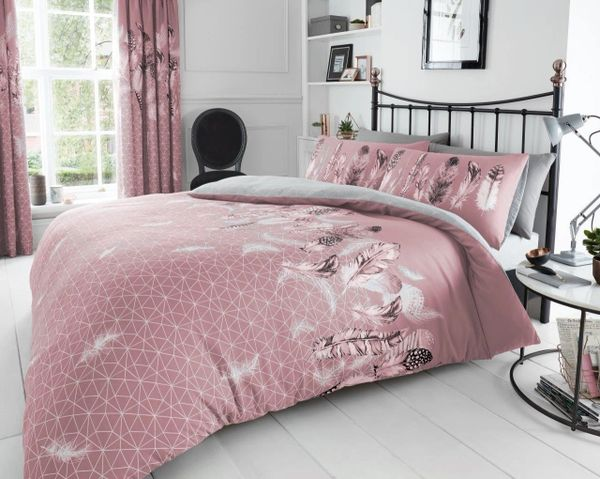 Feathers pink duvet cover