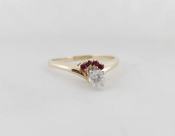 14k Yellow Gold Classic Diamond Engagement Ring. 1/4 ctw